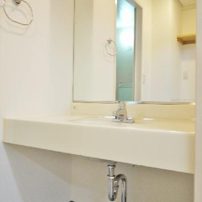 洗面台は鏡が大きいね!