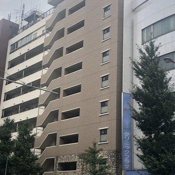 10階建ての大きなマンションです