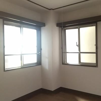 2面採光の寝室です