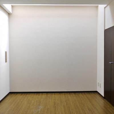 広めの洋室。