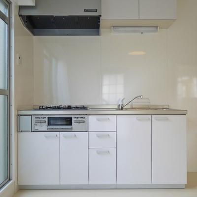 使い易いシステムキッチン※写真は前回募集時のもの。