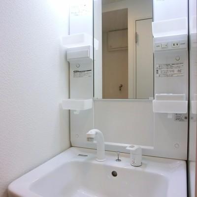脱衣所はないものの、洗面台はあります♪