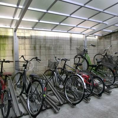 駐輪場も屋根付きです!