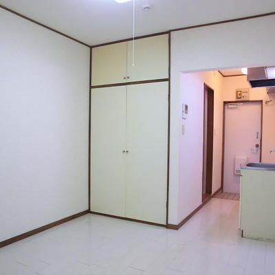 収納とキッチンはこの位置