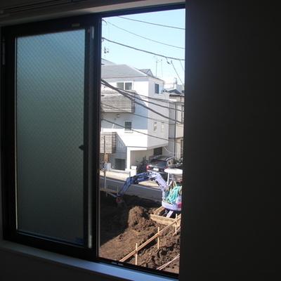 隣のおうちの建築、結構進んできてます ※写真は別のお部屋です