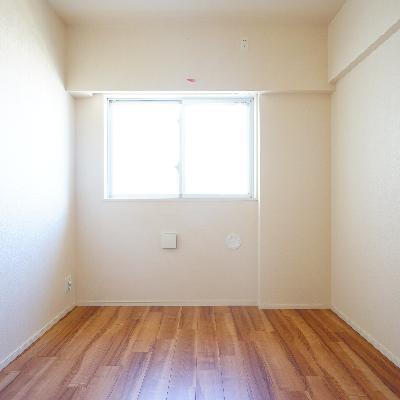 6帖の洋室もすっきりした空間♪