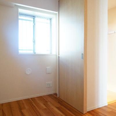 玄関横には書斎スペースが♪
