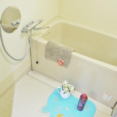 お風呂はシンプルなタイプ。