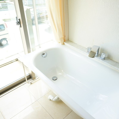 窓辺にお風呂です!※写真は203号室