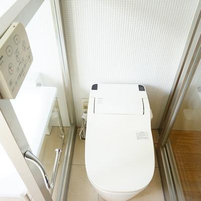 トイレはウォシュレットつき!※写真は203号室