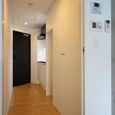 居室からの光景。結構ゆったりした廊下なんです。※写真は203号室