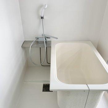 深めの浴槽です。