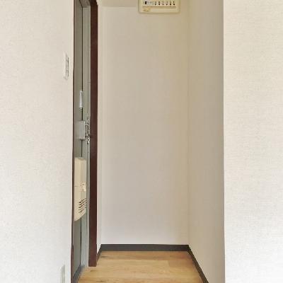 玄関は段差がありません。靴箱も用意してくださいね!
