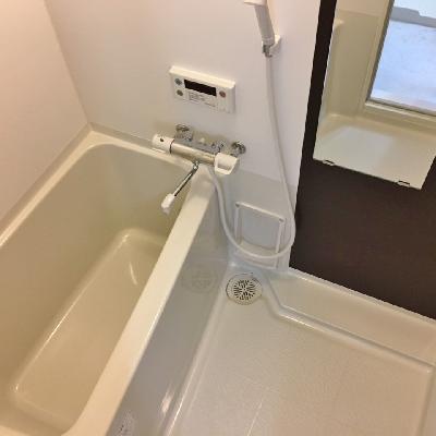お風呂もなかなか広い!!
