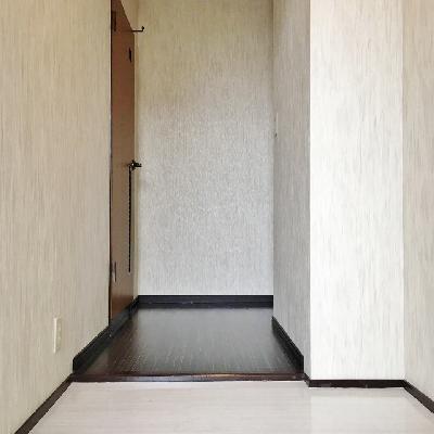 玄関は広いのですが、靴箱はありません。お好きなものを用意してくださいね!