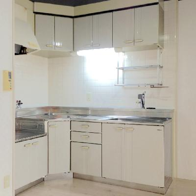 L字型キッチンは調理スペースが広々