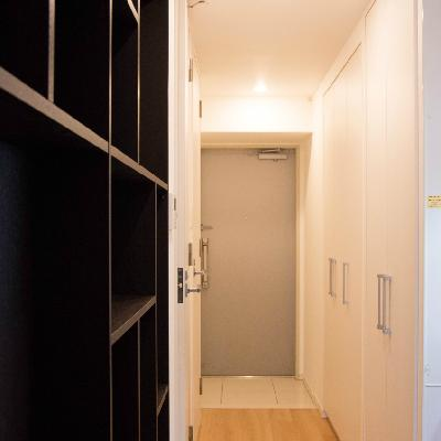 廊下は優秀な収納スペースです