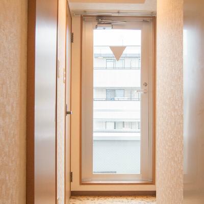玄関から寝室へ向かう廊下です