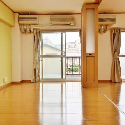 柔らかい緑が見守る広いお部屋。