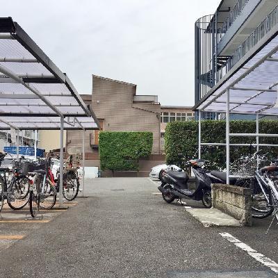 屋根付き駐輪所あり!