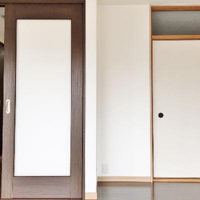 反対側を向くと。この右の扉は。