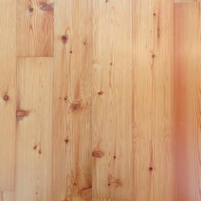 パイン無垢材の床です。良いダメージ感です