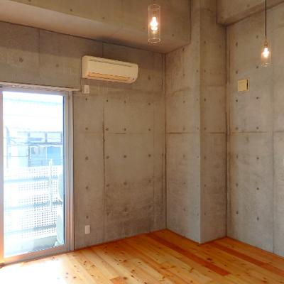 居室は10.3帖。ロフトも活用すればゆったり使えます