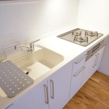 キッチンは大きな3口ガス!