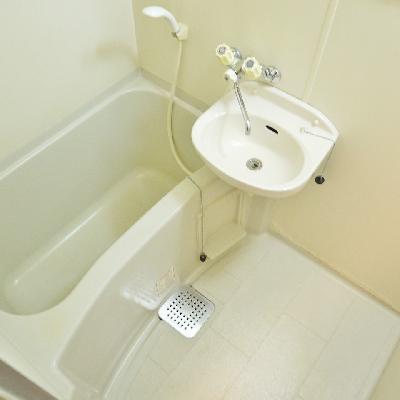 洗面台はお風呂と一緒にタイプ♪