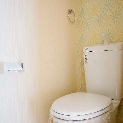 トイレのアクセントクロスも可愛い♪ウォシュレットつき!