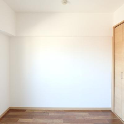 ドアは可愛い引き戸です!