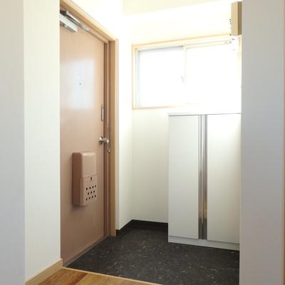 玄関も明るくて良いですね♪