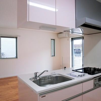 対面式キッチンはリビングが見渡せる。