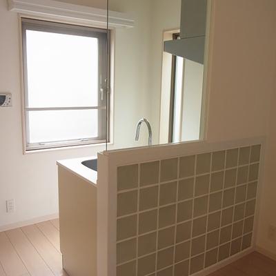 キッチンは対面式*写真は別部屋です