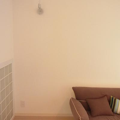 間接照明が取り付けられています*写真は別部屋です