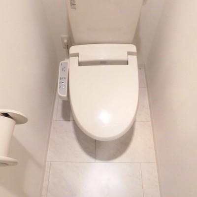 トイレは個室でゆったりです