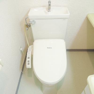 右手前に手洗いスペースあります。