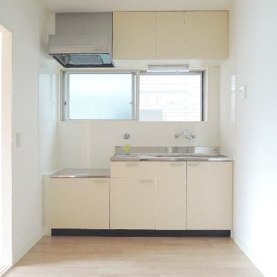 キッチンはガスコンロ設置可。お好きなものをお持ちください !