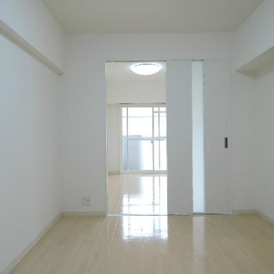 洋室からリビングを見るとこんな感じ。