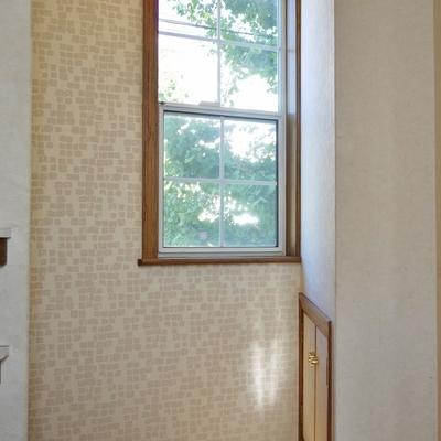 お洒落な玄関。窓の外に見える緑に◎