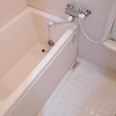 お風呂はバスタブ深め