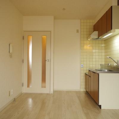 冷蔵庫はドア横がべスポジ