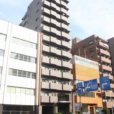 重厚で高級感あふれる造りのマンション