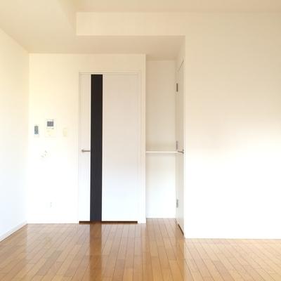 ベランダ側からお部屋を撮影