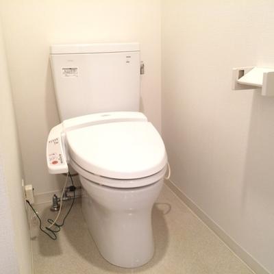 清潔感のあるトイレ、ウォシュレット付き