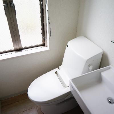トイレはウォシュレット付き!窓も◎