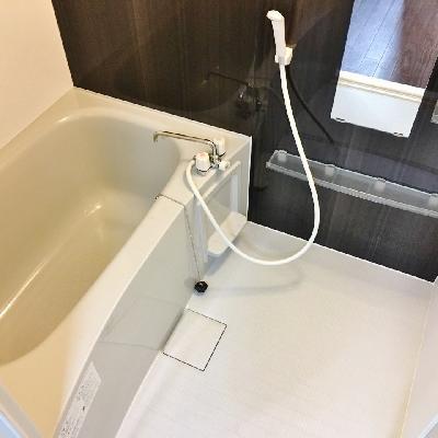 お風呂もまずまずの広さ!