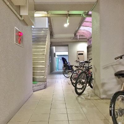 お部屋の前に自転車が並んでました。