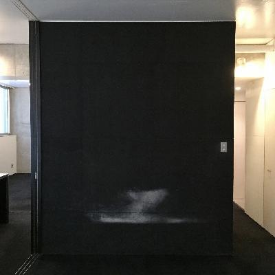 寝室側の壁です。補修前。