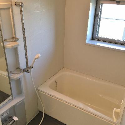 お風呂には窓まであります!!